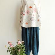 M.&KYOKO 刺繍のプルオーバー¥36,000+tax 折柄入りのパンツ¥35,000+tax
