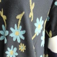 M.&KYOKO 編みこまれた可愛い立体感のある花柄です♪