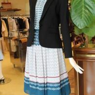 Reflect 黒のジャケット¥33000 ブラウス¥14300スカート¥16500全て税込み