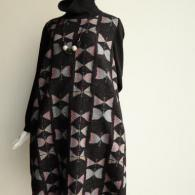 M.&KYOKO 襟と袖がニットのワンピース¥56100 ベレー¥12100(税込)