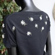49Av.Junkoshimada 薄手ニットマーガレット刺繍¥34100(9号)バックスタイル