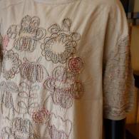 M.&KYOKO 前身頃の刺繍が素敵です♪ おそではニットで動きやすいワンピース