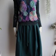 M.&KYOKO ニットベスト¥31900 スカート¥27500