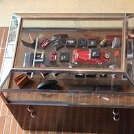 小物のコレクションも新作が揃いました。赤ダイキャストのミニカー(メルセデス・ベンツ)¥6,000 コードバン二つ折り財布¥16,000+税 コードバンコインケース¥7,500+税