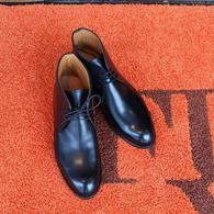 カスタムメイド・シューズが色々入荷してきました。 先は黒のチャッカブーツ Cウィズでのご注文ですので、かなりスマートな印象です。