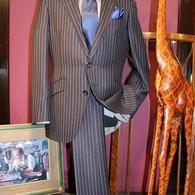 RICHARD JAMES チョークストライプ・スーツ¥106,920(税込)シャープな柄にシャープなシルエット。生地も英国製のオシャレな一着です。