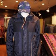 orobiancoパーカー¥38,880(税込)春先の羽織物として活躍しそうなイタリーおやじ御用達の一着です。