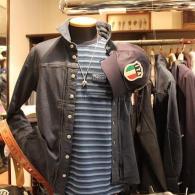 barassi MODAのデニムシャツ¥19,440、Tシャツ\14,040 (税込) アウター風に軽く羽織ればGood。