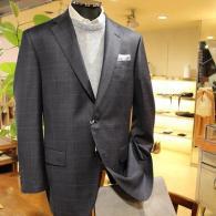 LONNERジャケット¥73,440(税込)メイドインイタリーREDAのチェック柄。輝くような光沢が美しい一着です。