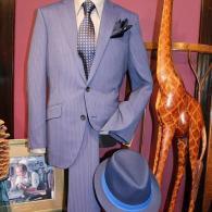 RICHARD JAMESスーツ¥89,000+tax.。ブルーに輝く、美しいラインはさすがLONNERの作品です。