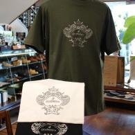 orobianco Tシャツ¥10,580(税込)アイキャッチャーなロゴマークがラメに輝きます。カーキ、ホワイト、ブラックの3色ご用意しまた。