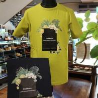 orobianco Tシャツ¥14,040(税込)リゾート感あふれる美しいプリント柄がオシャレ。お色はライムとネイビー。