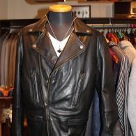 barassiライダースジャケット¥59,000+tax ラムレザーの柔らかい着心地そままに、かなりタイトに仕立てました。カッコイイ大人服です。