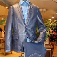 barassiレザージャケット¥79,000+tax 上質なブルーのラムレザーがシック。コーディネイトの幅も広ーいんです。シャツはRICHARD JAMES¥14,000+tax。    ーがシック。ブラックよりコーディネイトの幅が広いんです。シャツはRICHARD JAMES JAMES