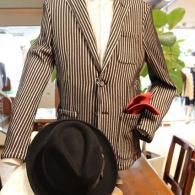 barassiジャケット¥29,000+tax。大胆なすストライプのジャージ素材はタイトなシルエットながら、ストレス0.