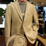 G-stageレザージャケット¥39,800+tax。白のラムレザーがオシャレ。ラムレザーとは思えないリーズナブルなプライスです。