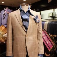 LONNERジャケット¥68,000+tax。ウール・麻混紡の生地はカジュアルからビジネスまで広く着回しができそうです。