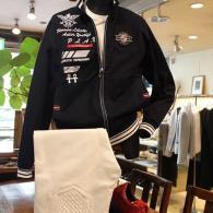 VAGIIEカットソー・ブルゾン¥29,000+tax。エッジの効いた刺繡が大人スポーツ。