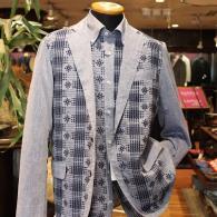 barassiジャケット¥34,000+tax シャツ¥24,000+tax。ジャガードの素材をセットでお召しになれば、なんともオシャレです。