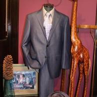 LONNER春の新作スーツ¥138,000+tax。シルク44%のイタリー製の圧倒的な輝きは存在感抜群です。