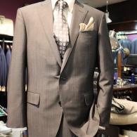 LONNER春の新作スーツ¥110,000+tax。イタリー、CANONICOの生地は光沢のある勝負服。