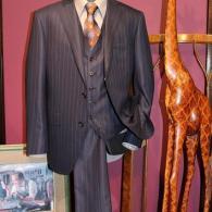 LONNERスリーピース¥100,000+tax。光沢のあるストライプがバッチリの勝負服です。