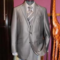 RICHARD JAMESスーツ¥89,000+tax シルバーグレーにスラント・ポケット 勝負服にふさわしい一着です。