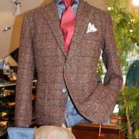ニットジャケット¥19,800+tax リーズナブルな価格ながら、オシャレなチェック柄と柔らかな着心地はお値打ちです。