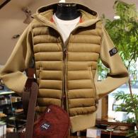 ダウンジャケット¥19,800+tax リーズナブルな価格ながら、袖と背中はニットの切り替え。
