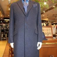 RICHARD JAMESチェスターフィールド・コート¥89,000+tax 差し毛のある深いブルーが高級感を醸し出しています。