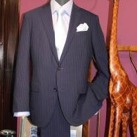 レジェンドLONNERスーツ¥96,800 ネイビーのストライプスーツは信頼の証。