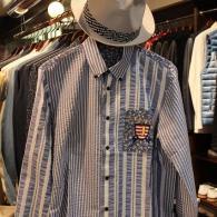 CASTELBAJACシャツ¥25,300(税込)切り替えのセンスが見事、おしゃれな一枚。春先、アウターとして是非。