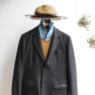 CASTELBAJACニットジャケット¥42,900税込 一部切り替えのグレーッシュ・ブラウンが大人の風格を感じさせます。