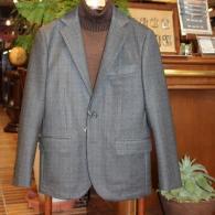 Orobiancoジャケット¥49,500税込 グレンチェックの転写プリント柄。ダウンの中綿が薄く入って軽くてあったかい一着です。